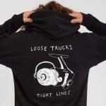 photo du pull à capuche loose trucks black